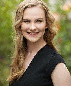 Caitlin Headshot