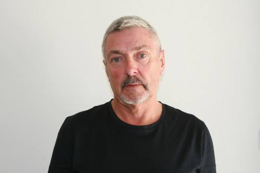 Greg polaroid head