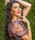 Elnaz headshot